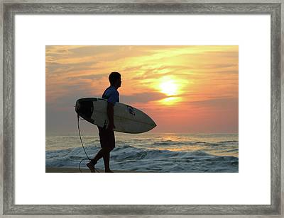 Framed Print featuring the photograph Goin Surfing by Robert Banach