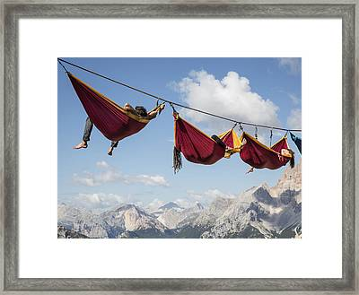 Hanging Out Framed Print by Sebastian Wahlhuetter