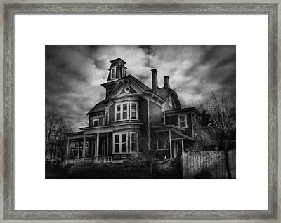 Haunted - Flemington Nj - Spooky Town Framed Print by Mike Savad