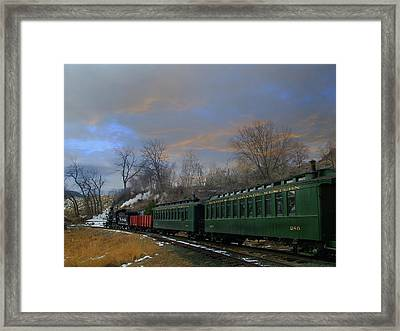 Heading Home Framed Print by Ken Smith