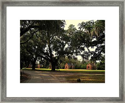 Historic Slave Houses At Boone Hall Plantation In Sc Framed Print by Susanne Van Hulst