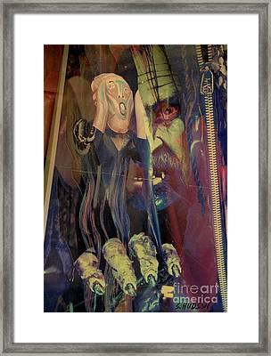 horror fantasy art - The Green Scream Framed Print by Sharon Hudson