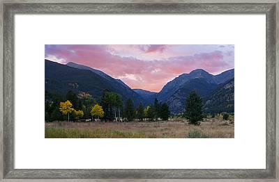 Horseshoe Park Sunset Framed Print by Aaron Spong