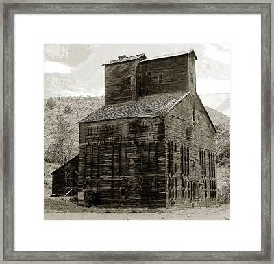 Hunts Ferry Barn Framed Print by David Lee Thompson