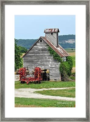 Ilini Barn Framed Print by Marty Koch
