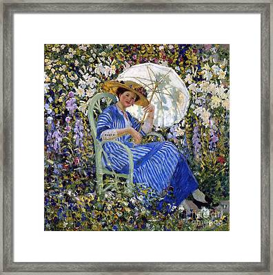 In The Garden Framed Print by Frederick Carl Frieseke