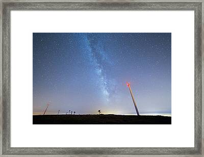Framed Print featuring the photograph In The Middle by Bruno Rosa