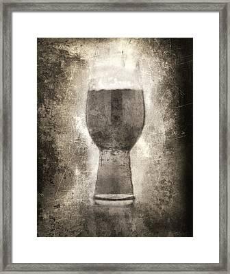 Ipa Pint Framed Print by Matthew Graves