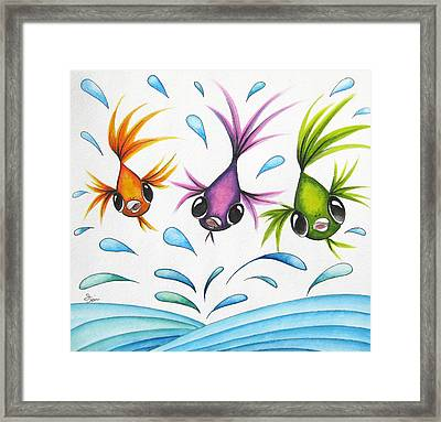 It's A Fun World Out There Framed Print by Oiyee At Oystudio