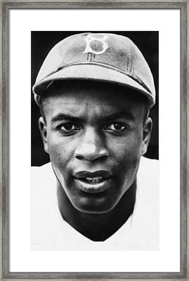 Jackie Robinson, Brooklyn Dodgers, 1947 Framed Print by Everett