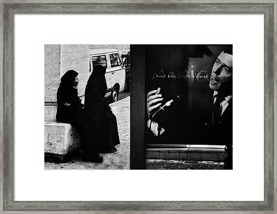 J'aime L'acte D'a?crire (ou De Dessiner) Framed Print by Yvette Depaepe