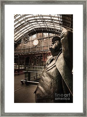 John Betjeman And Dent Clockat St Pancras Railway Station Framed Print
