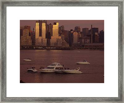 July 4th On The Hudson Framed Print by Wendy Uvino