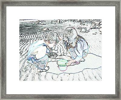 Kids On The Beach Framed Print by Ming Yeung
