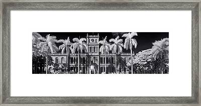 King Kamehameha Statue Panorama Framed Print