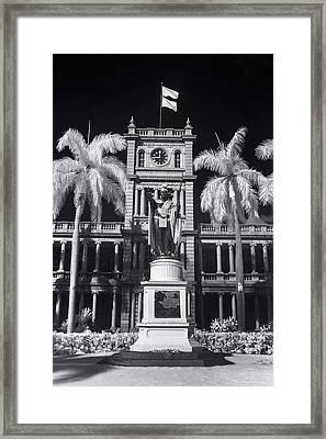 King Kamehameha Statue - Vertical Framed Print