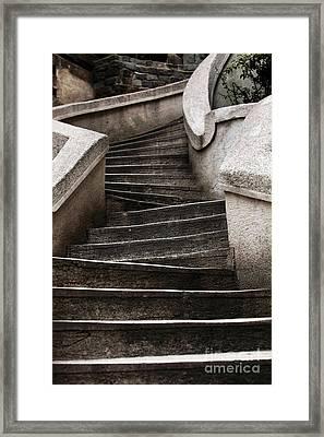Komando Steps Framed Print by John Rizzuto