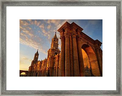 Framed Print featuring the photograph La Hora Magia by Skip Hunt