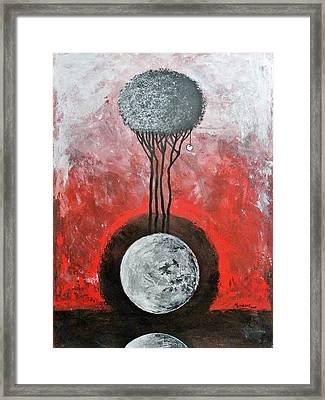 La Luna Es Testigo Permanente Framed Print