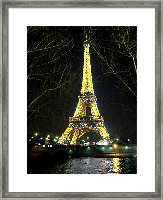 La Tour Eiffel En Nuit Framed Print