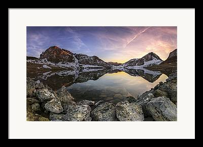 Atardecer Framed Prints