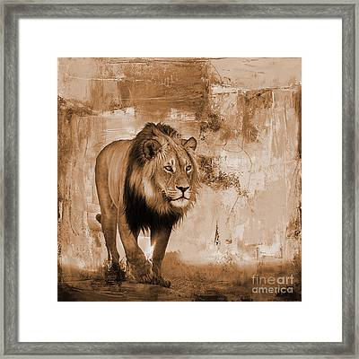 Lion Hunting  Framed Print by Gull G