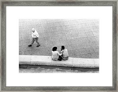 Lovers At Sacre Coeur Framed Print by Gerry Walden