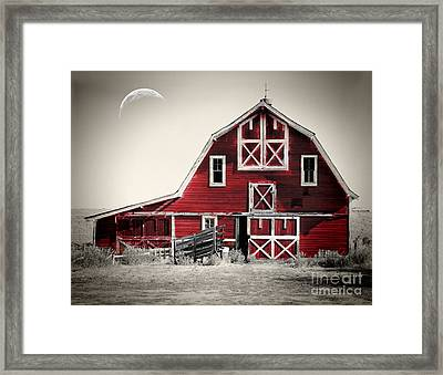 Luna Barn Framed Print by Mindy Sommers