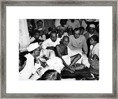 Mahatma Gandhi Listens To Muslims Framed Print by Everett