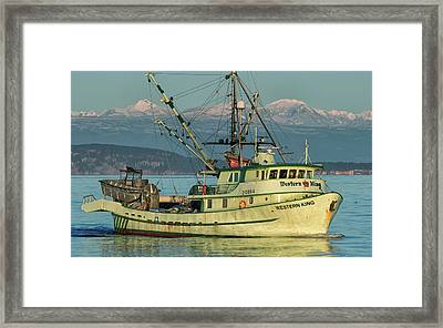Framed Print featuring the photograph Making The Turn by Randy Hall