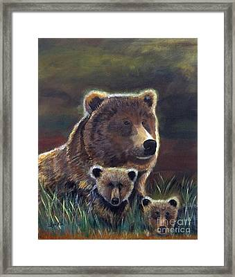 Framed Print featuring the painting Mammas Warmth by Leslie Allen