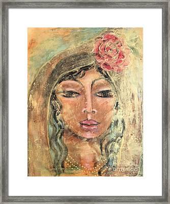 Maria De Oro Con Rosas Framed Print
