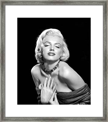 Marilyn Monroe Framed Print by Everett