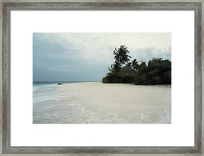 Meedhupparu Beach Framed Print