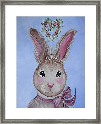 Miss Pearl Framed Print by Leslie Manley