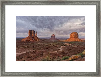 Monument Valley Mittens Az Dsc03662 Framed Print by Greg Kluempers