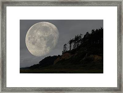Moon At Roosevelt Beach Wa Framed Print