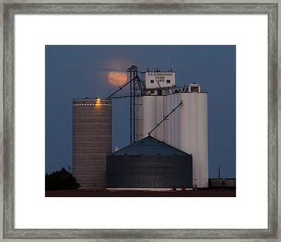 Moonrise At Laird -01 Framed Print