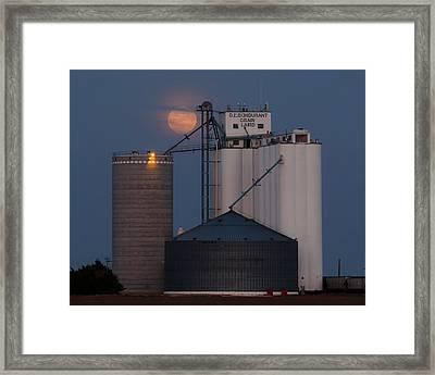 Moonrise At Laird -01 Framed Print