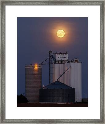 Moonrise At Laird -02 Framed Print
