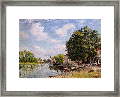Moret-sur-loing Framed Print by Alfred Sisley