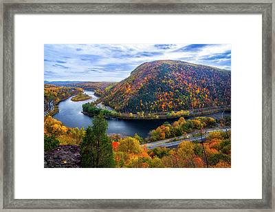 Framed Print featuring the photograph Mount Minsi by Mark Papke