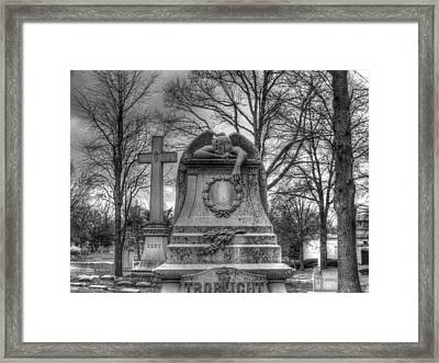 Mourning Angel Framed Print by Jane Linders