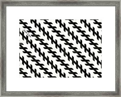 Moving Illusion - Da Framed Print