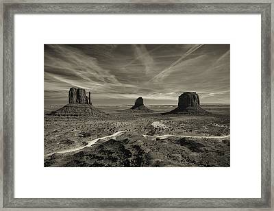 Monument Valley 9 Framed Print