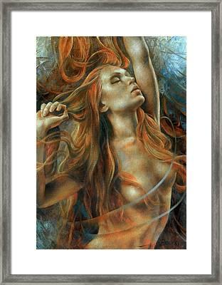 Nude Dinamik Framed Print