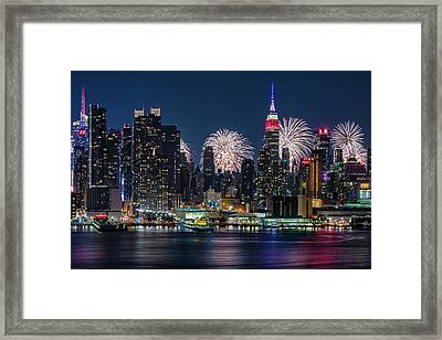 Framed Print featuring the photograph Nyc 4th Of July Fireworks Celebration by Susan Candelario