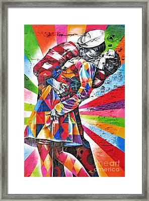 Nyc Street Art - The Kiss Framed Print by Regina Geoghan