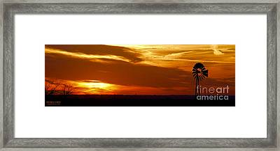 Framed Print featuring the photograph Oklahoma Sunset by Larry Keahey