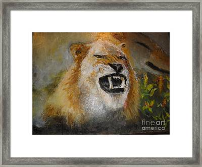 Ol Snarlee Framed Print by Les Smith